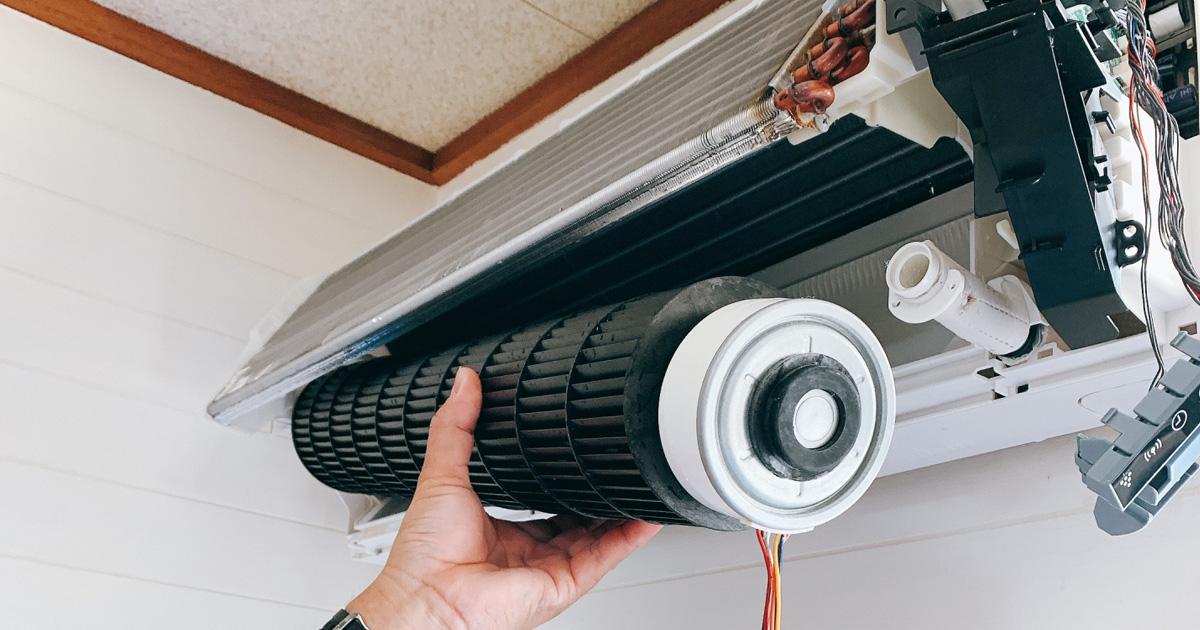 エアコンを分解してクリーニング